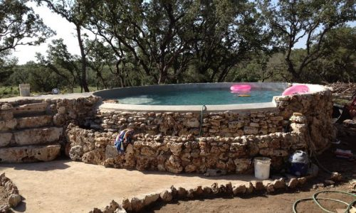 Interesting and cheap way to make a heated pool. The Treehouser: The Solar Stock…